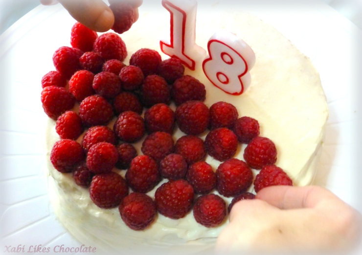 Tarta Terciopelo Rojo, tarta red velvet, red velvet frambuesas, receta chocolate y frambuesas, recetas de postres, blog de reposteria