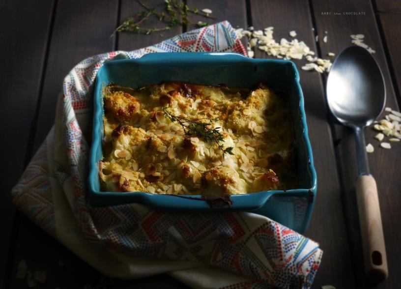 Coliflor gratinada con queso azul y almendras, coliflor gratinada, coliflor con bechamel, coliflor con queso azul, cauliflower cheese, blue cheese, food photography, receta, recipe