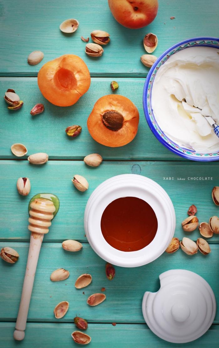 Albaricoques, queso crema, pistachos y miel