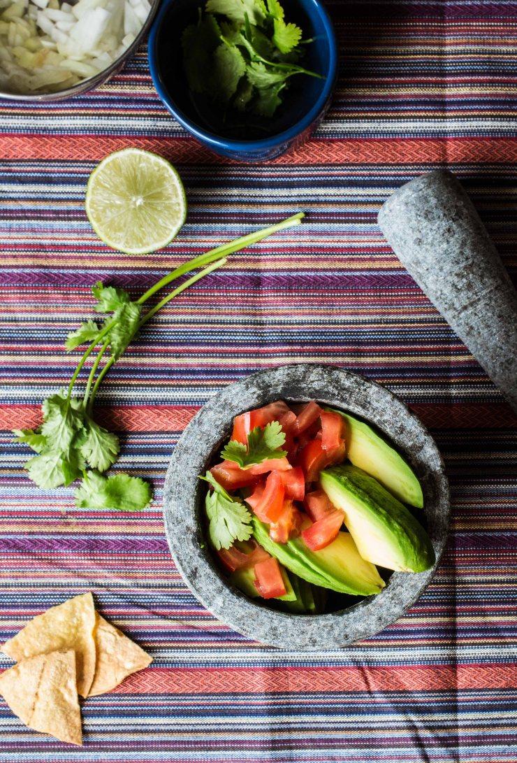 receta-guacamole, guacamole-hacer, como-hacer-guacamole, contenido-digital, fotografía-gastronómica, topa-sukalderia, aguacate, pais-vasco